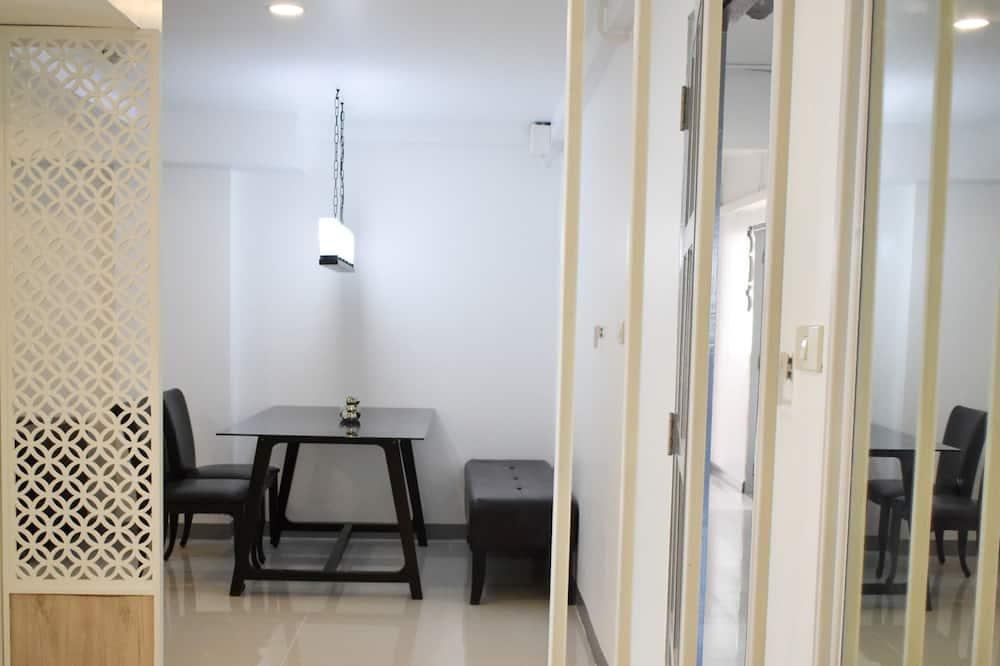 Exclusive Triple Room - Living Area