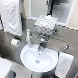 Studio Suite (4) - Bathroom