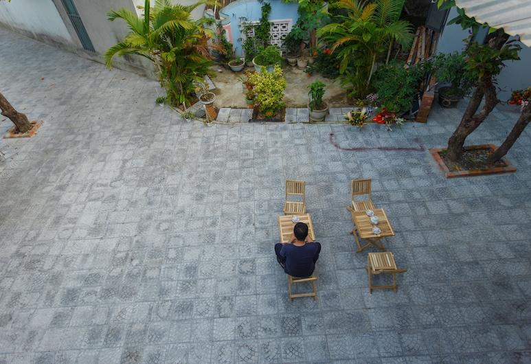 King Homestay, Hue, Courtyard