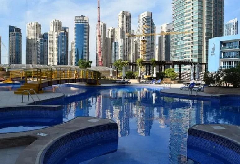Luxury 4BR Apartment in Horizon Towers, Dubai, Pool