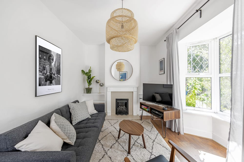 Deluxe Townhome - Living Area