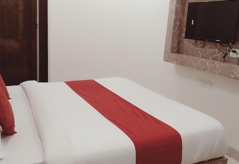 Airport Hotel  Golden Blue, New Delhi, Deluxe Double Room, Guest Room