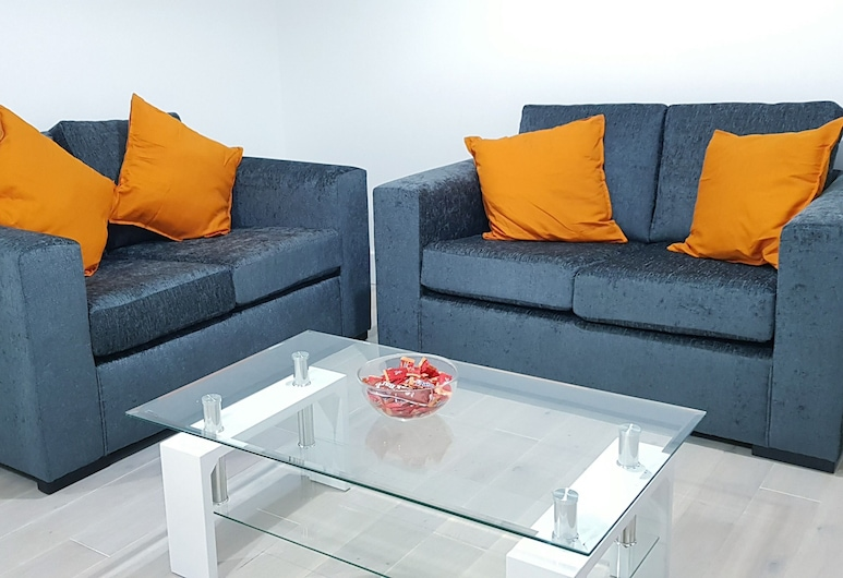 Luxinns - Kings Road, Reading, Apartment, Accessible, Private Bathroom (Double Bedrooms), Lounge
