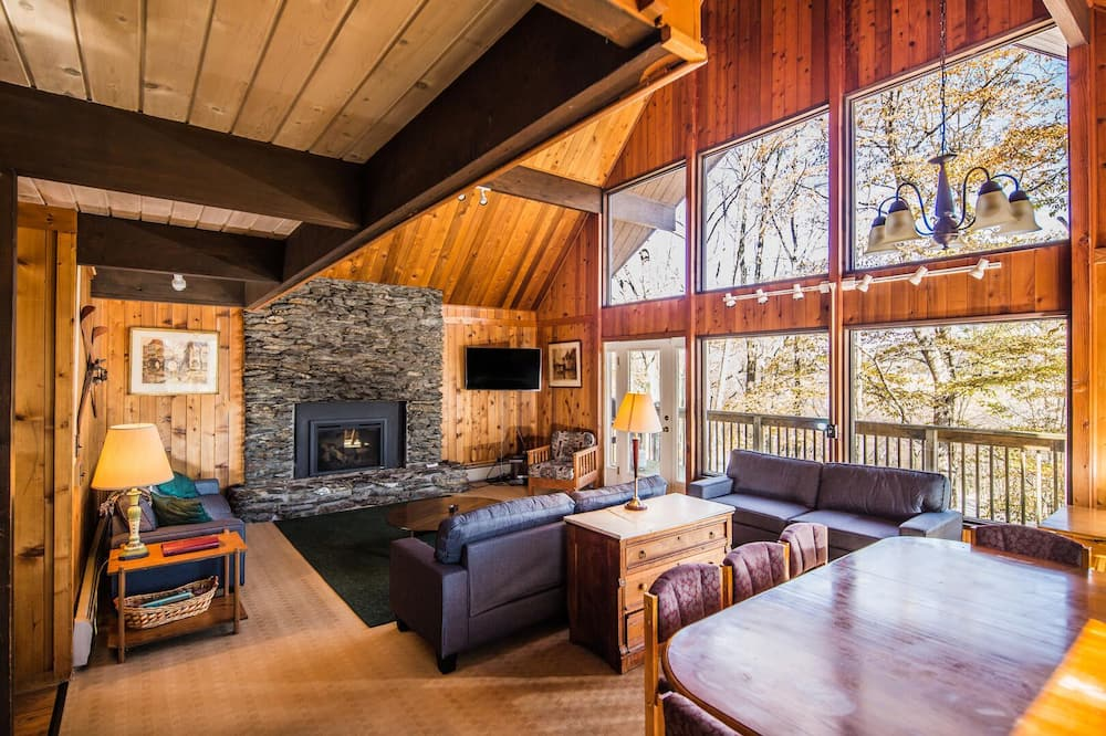 House, Multiple Beds, Kitchen, Mountain View - Living Room