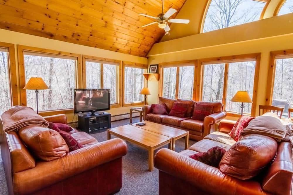 House, Multiple Beds, Hot Tub, Mountain View - Living Room