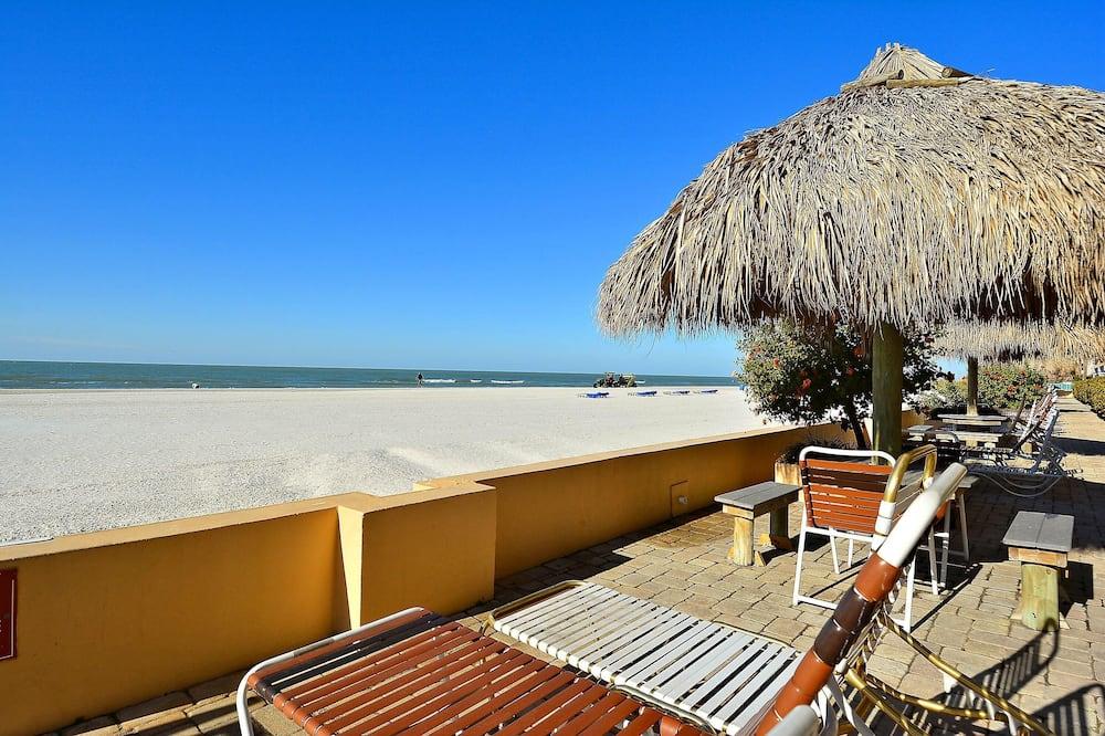 Byt, viacero postelí (Villa Madeira 609 Top Floor Beach Fro) - Pláž