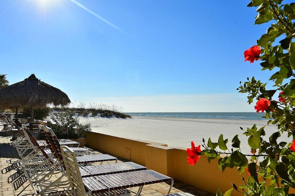 Condo, Multiple Beds (Villa Madeira 307 Amazing Updates/Poo) - Beach