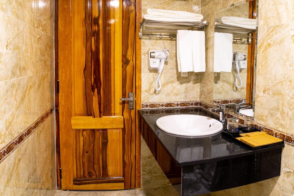 Deluxe Quadruple Room - Sink Bilik Mandi