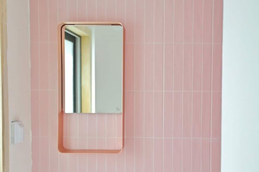 Room (Group) - Bathroom