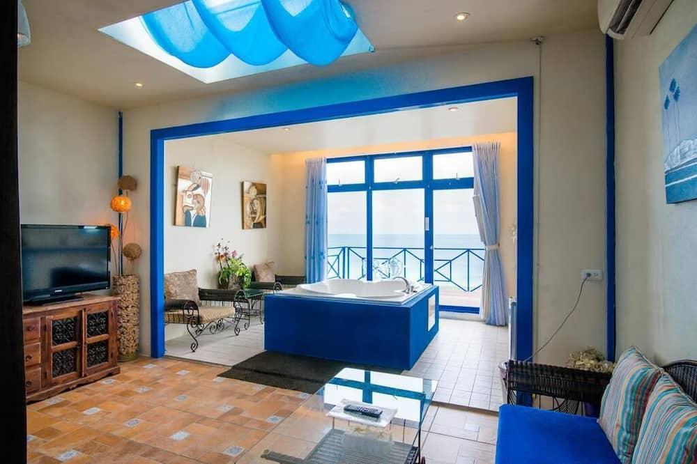Deluxe Double Room, Partial Ocean View - Living Area