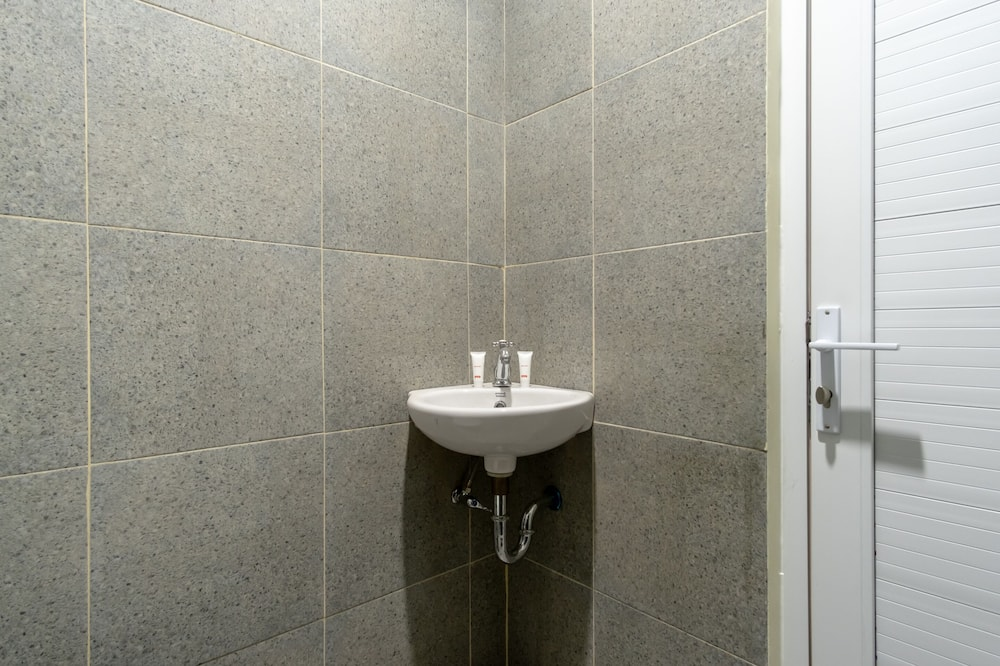 Standard Δίκλινο Δωμάτιο (Twin) - Νιπτήρας μπάνιου