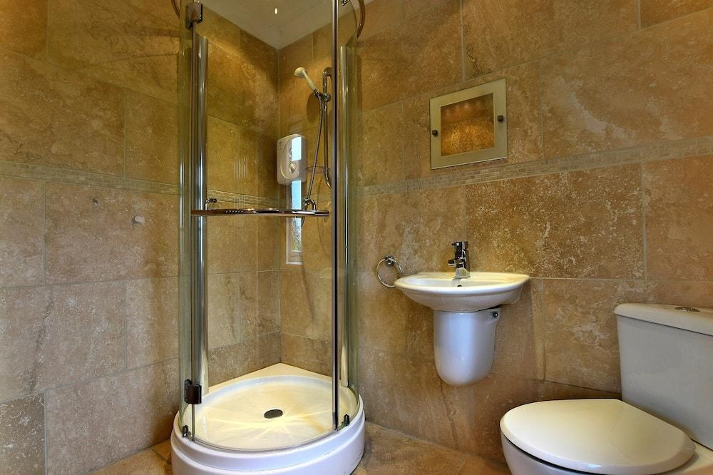 Dvojlôžková izba, 1 extra veľké dvojlôžko, súkromná kúpeľňa - Kúpeľňa