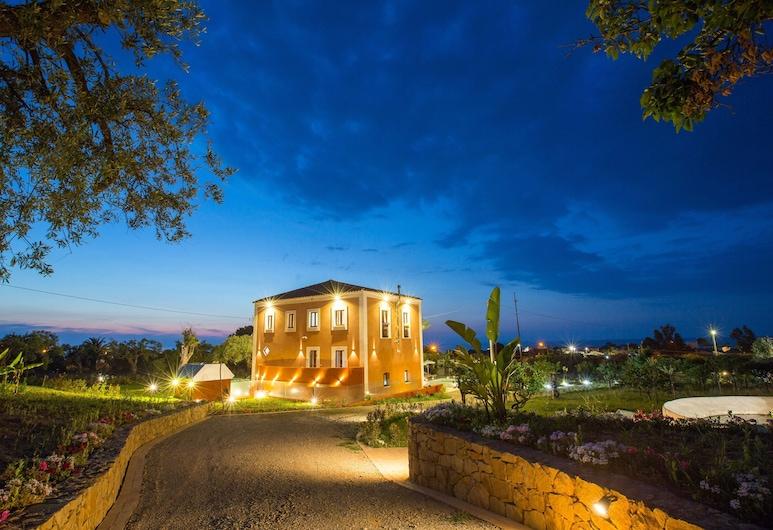 Il Dono di Atena, Cefalù, Front of property - evening