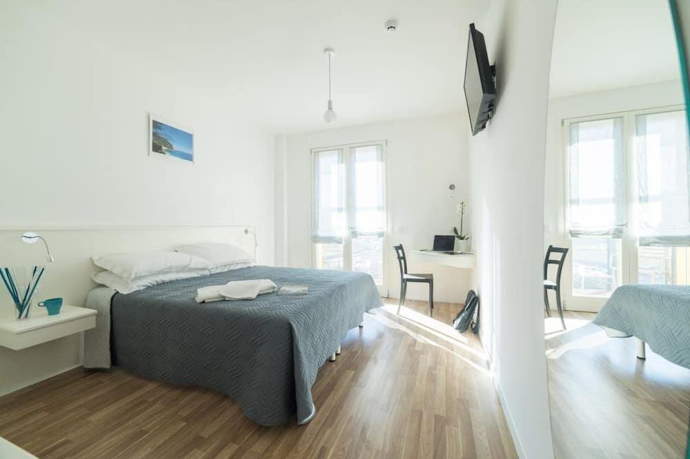 Apartment, 1 Queen Bed, Terrace - Room