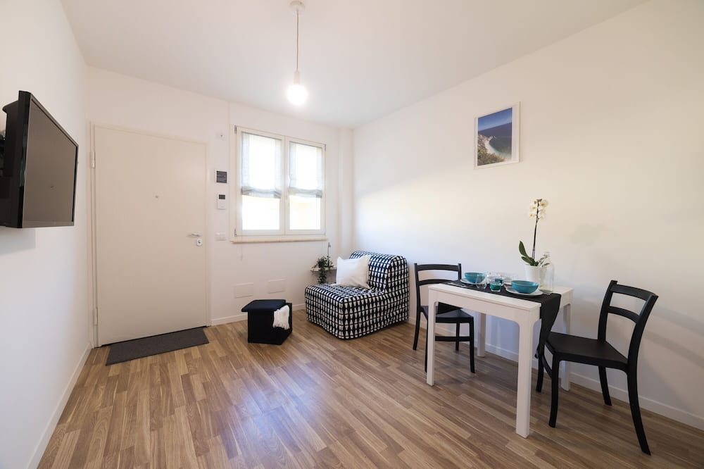 Apartment, 1 Queen Bed, Terrace - Living Area