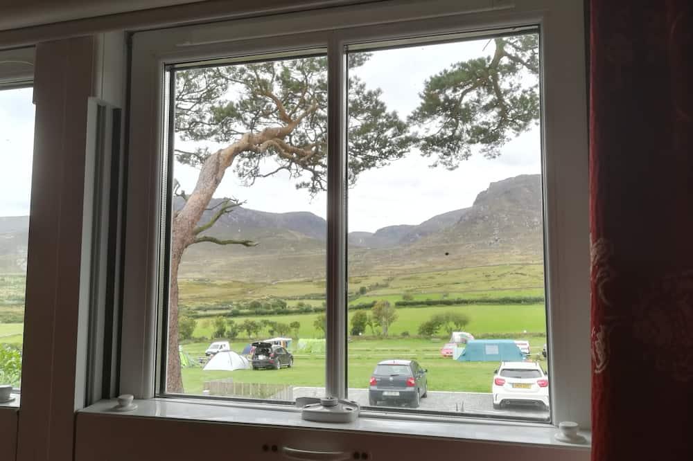 Family neljatuba, omaette tualettruumiga, vaade mägedele - Vaade mägedele