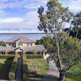 Waterview Estate - Free Wifi, Amazing Ocean Views
