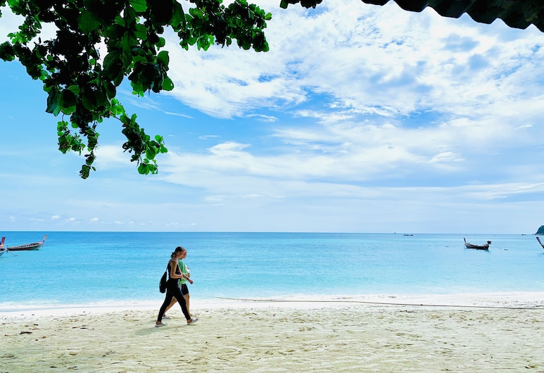 I-Sea Resort, Satun, Hotel Front