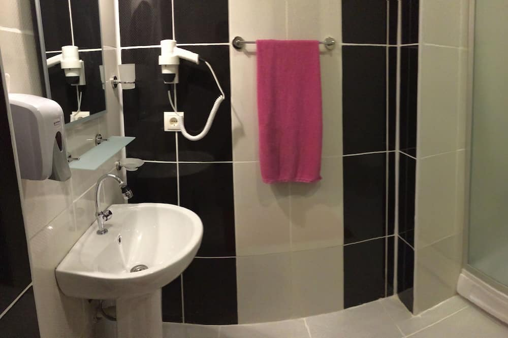 Pokój dla 3 osób standardowy - Łazienka