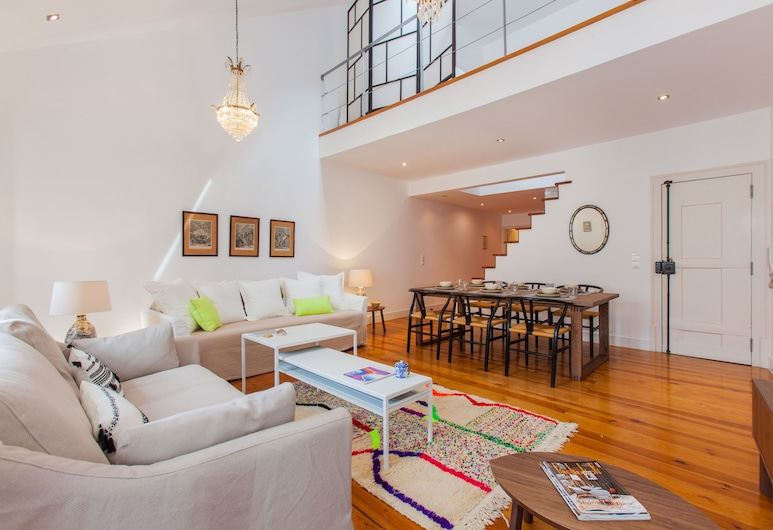 Dream Apartment Chiado and Free Pick Up by TimeCooler, Lissabon, Apartment, 2Schlafzimmer, Wohnbereich