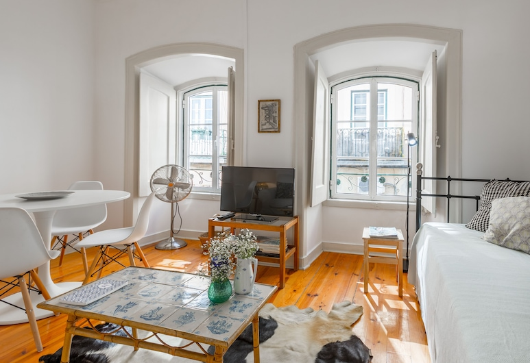 Spacious, Bright and Sunny Apartment +Free Pick-Up, By TimeCooler, Lisbon, Apartment, 2 Bedrooms, Living Area