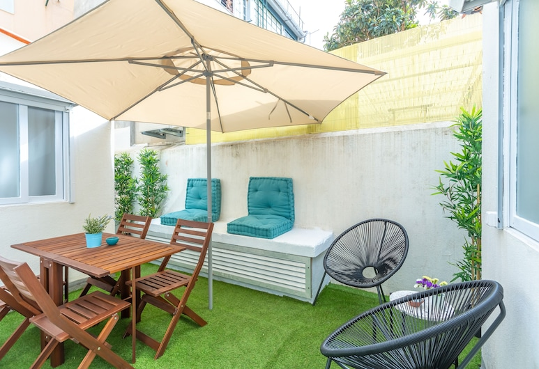 Sunny Apartment with Patio + Free Pick-Up By TimeCooler, Lissabon, Huoneisto, 2 makuuhuonetta, Patio, Terassi/patio