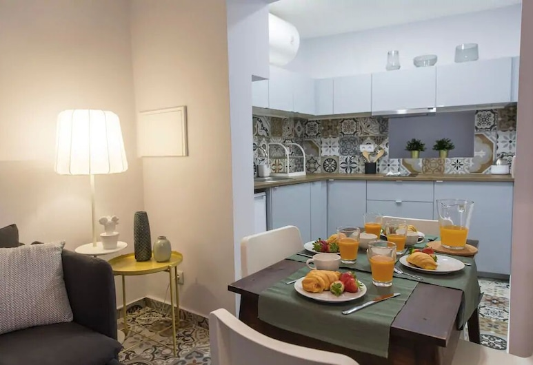Renovated Alfama Apartment With Free Pick-Up, By TimeCooler, Lisbon, Apartment, 2 Bedrooms, Living Area