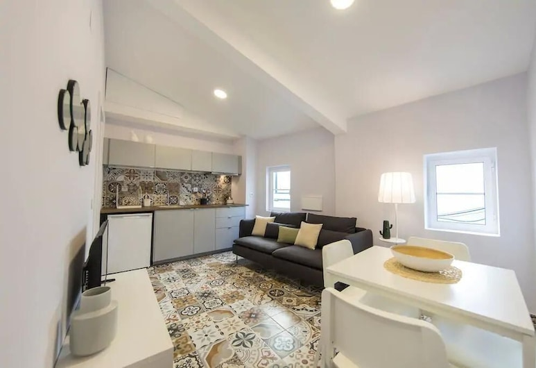 Renovated Charming Alfama Apartment + Free Pick-Up, By TimeCooler, Lissabon