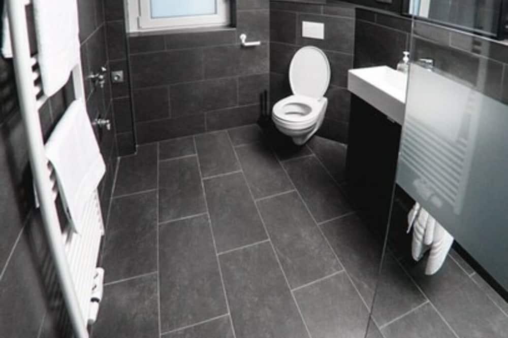 Kahden hengen huone, Jaettu kylpyhuone (3) - Kylpyhuone