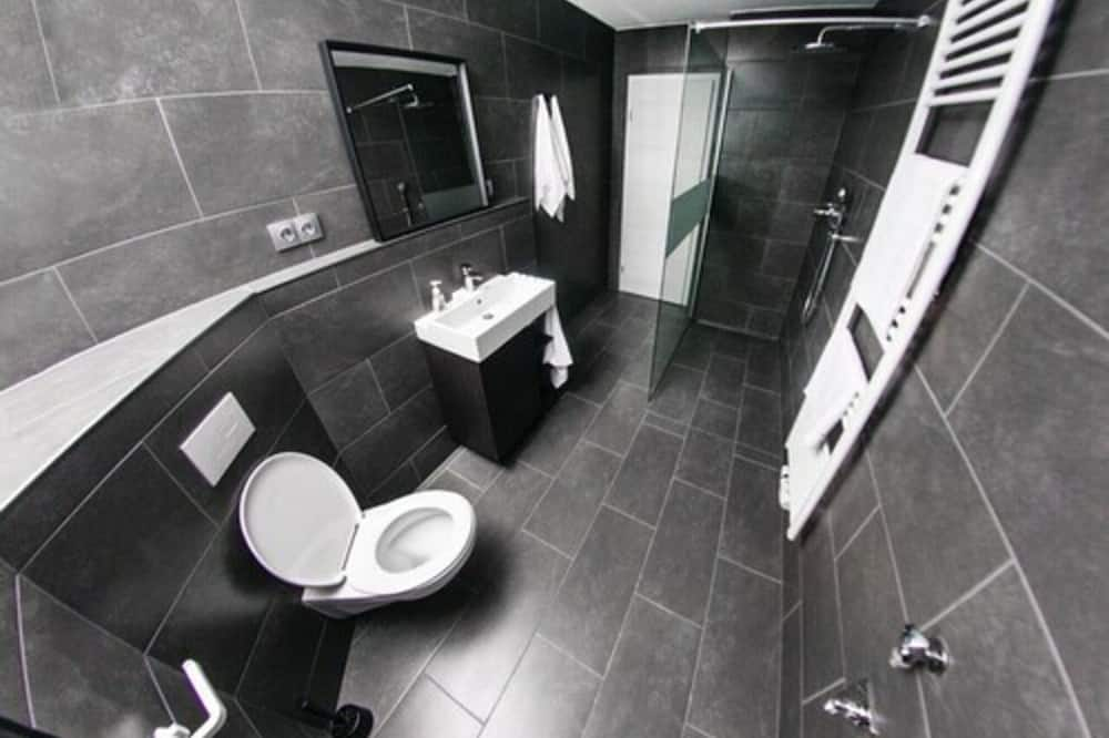 Kahden hengen huone, Jaettu kylpyhuone (14) - Kylpyhuone