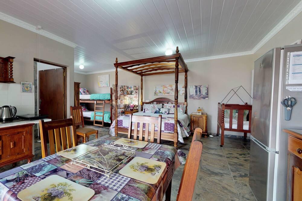 Studio Comfort - Tempat Makan Di Kamar
