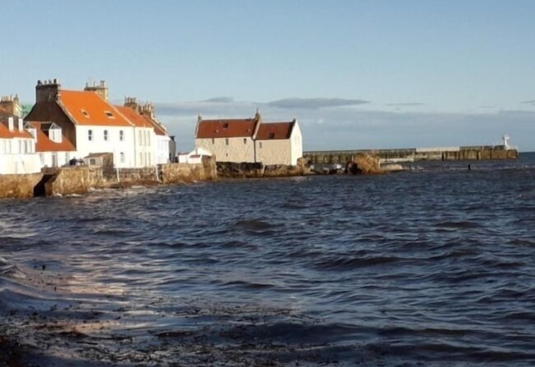 The White House, Anstruther, Beach