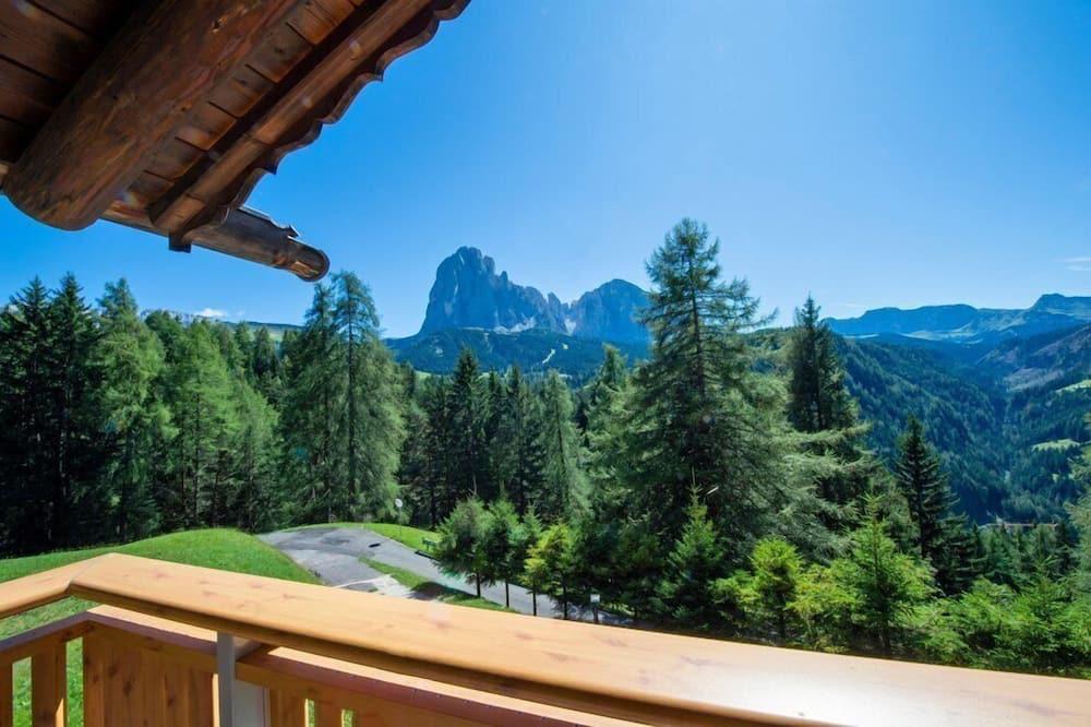 Kalnu mītne, divas guļamistabas, terase - Skats uz kalniem
