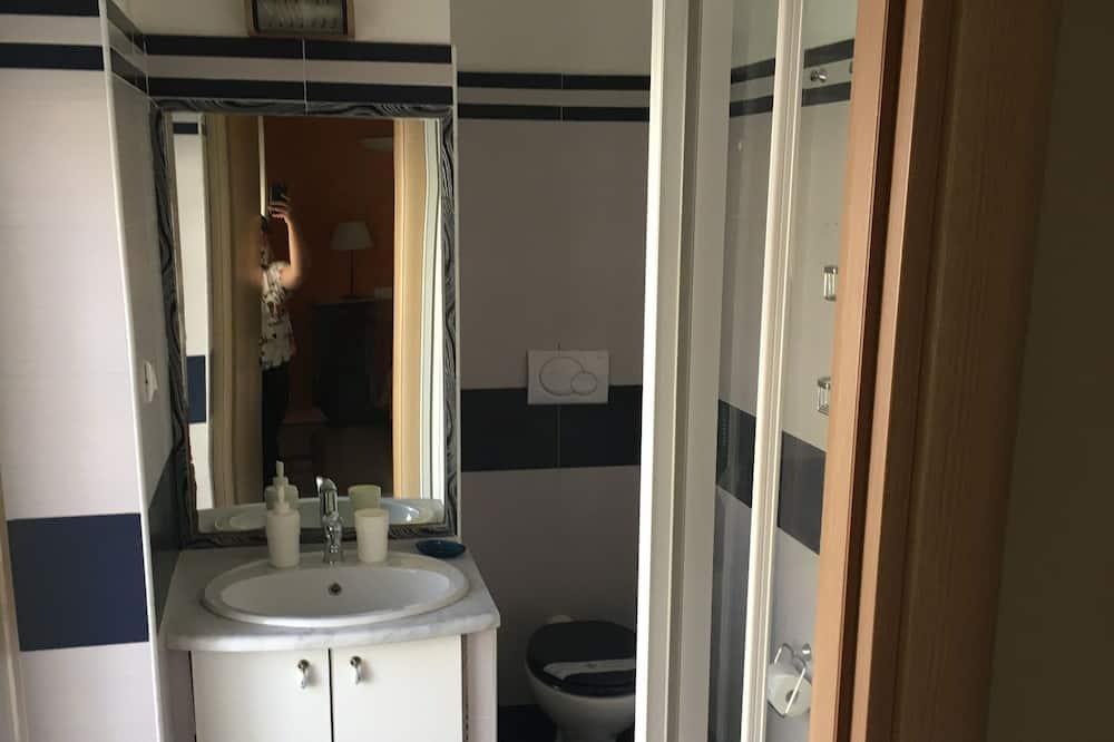 Romantic Double or Twin Room - Bathroom