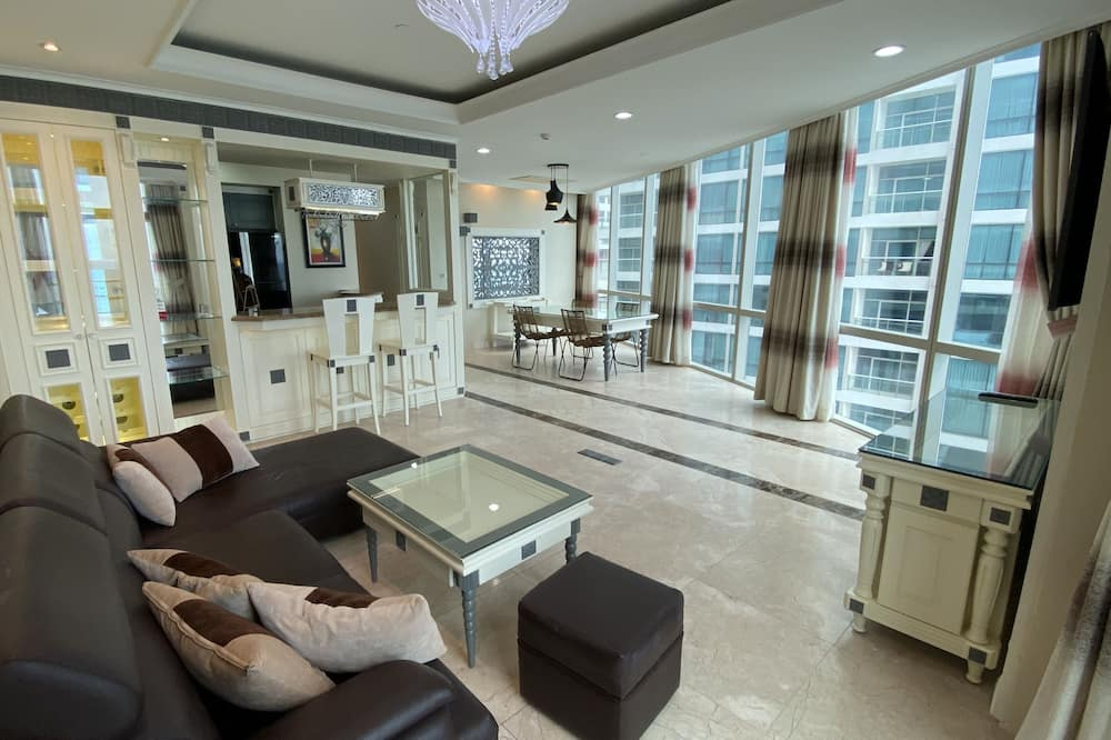 Family Apartment, 2 Bedrooms, Kitchenette, Bay View - Living Room