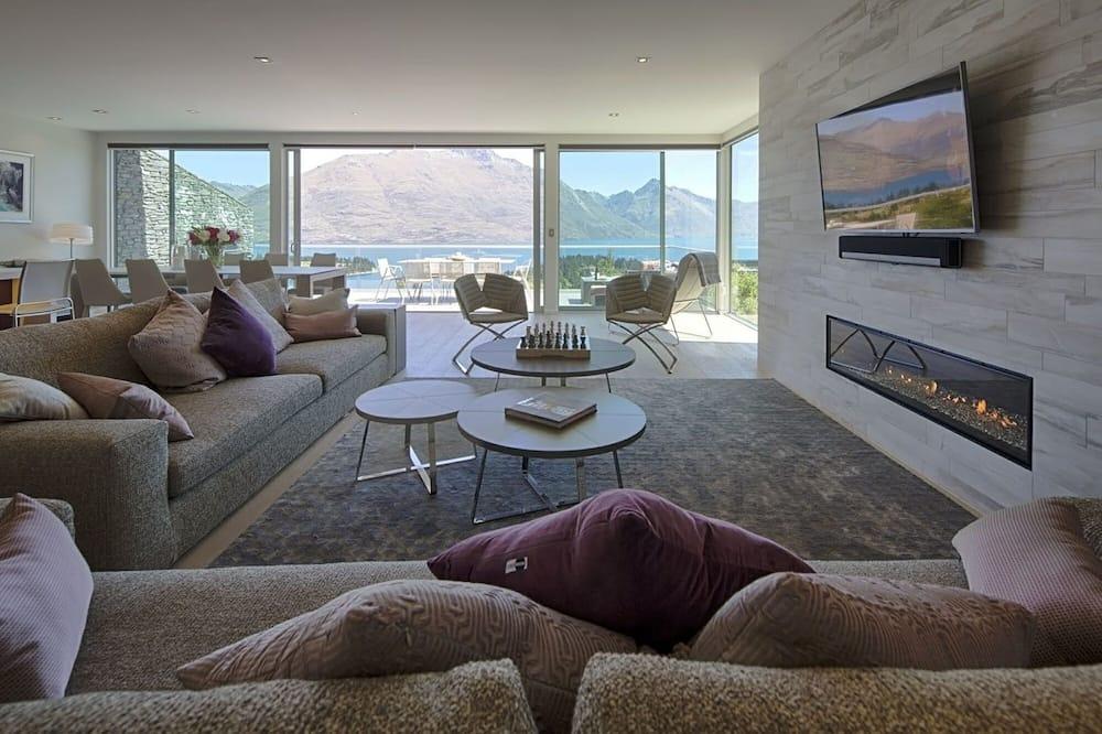 Luxury Villa, 4 Bedrooms, Hot Tub, Lake View - Living Area