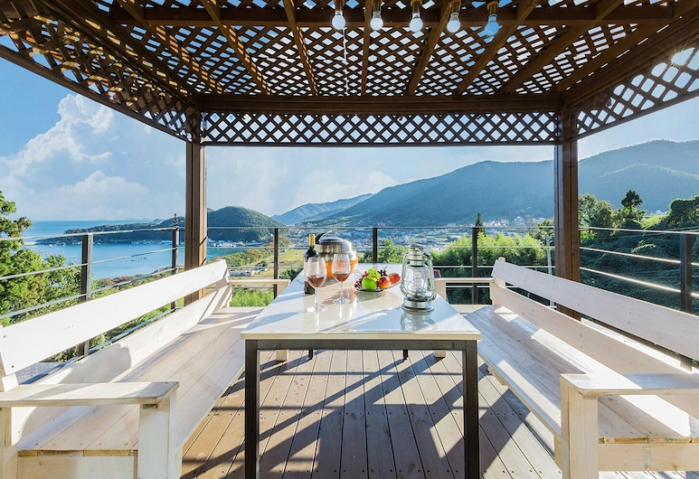 Namhae Oceanview Pension, Namhae, Rodinný dom (Noeul, Caters to Family Only), Terasa