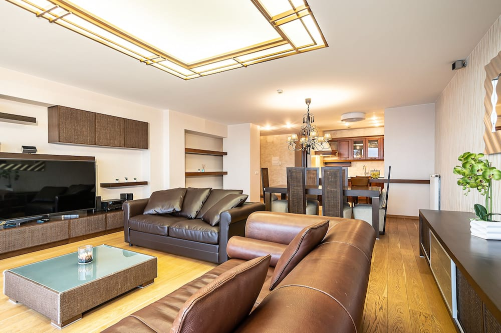 Exclusive Apartment, 1 Queen Bed with Sofa bed - Living Area