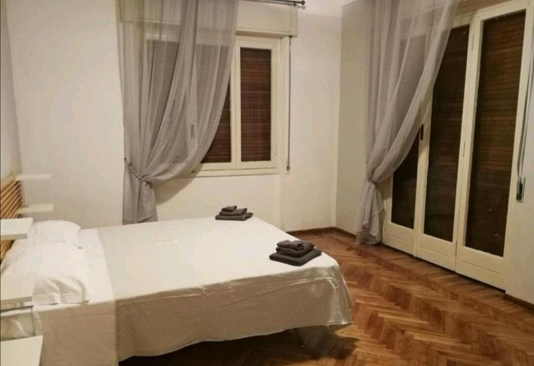Via zeffiro apartment, San Remo, Habitación triple, baño compartido, Habitación