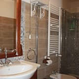 Family Suite, Multiple Beds - Bathroom