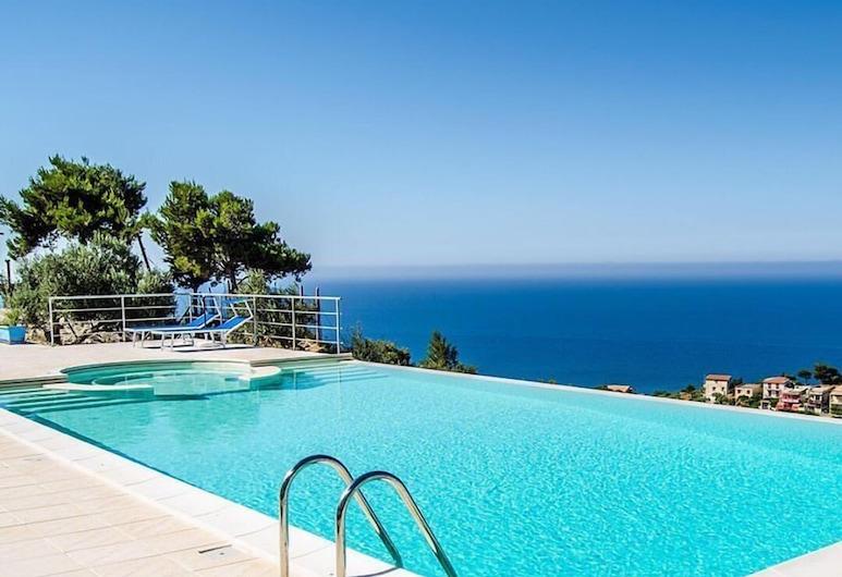 Villa di Clelia, Palma di Montechiaro, Piscina Transbordante