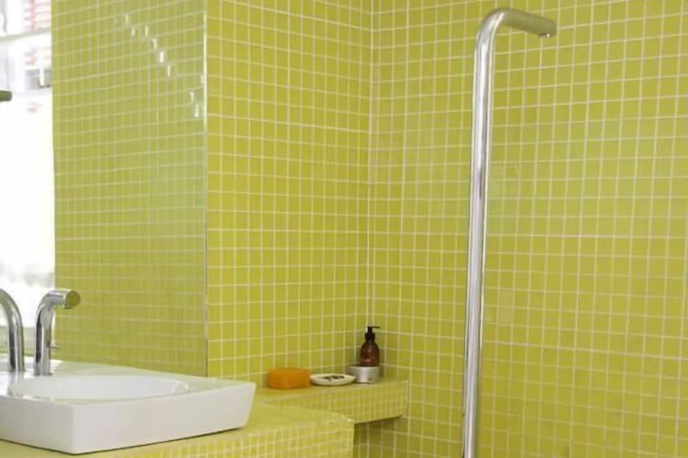 Cottage (Olive) - Bathroom