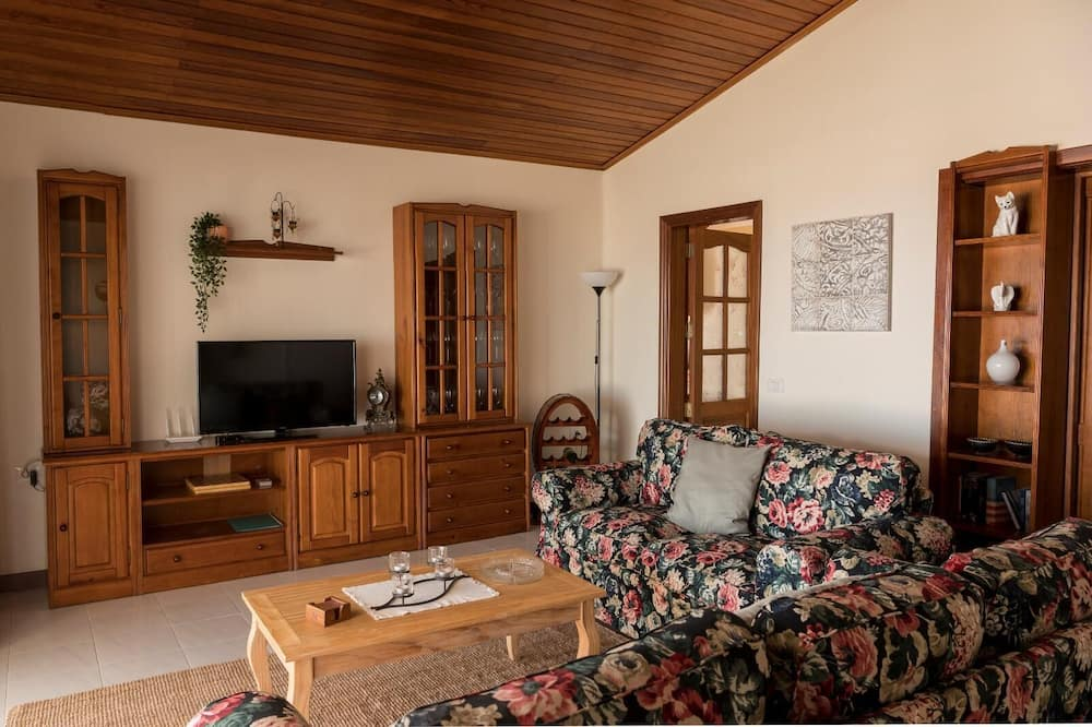 House, 3 Bedrooms, Private Pool, Sea View - Living Area