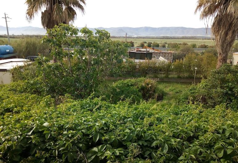 Le Calle, Iglesias, Jardín