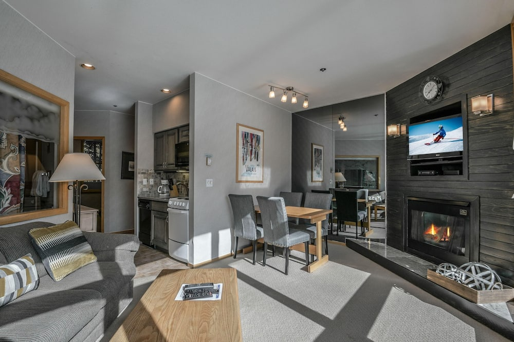 Condo, Multiple Beds, Mountain View (River Bank Lodge 2915) - Living Room