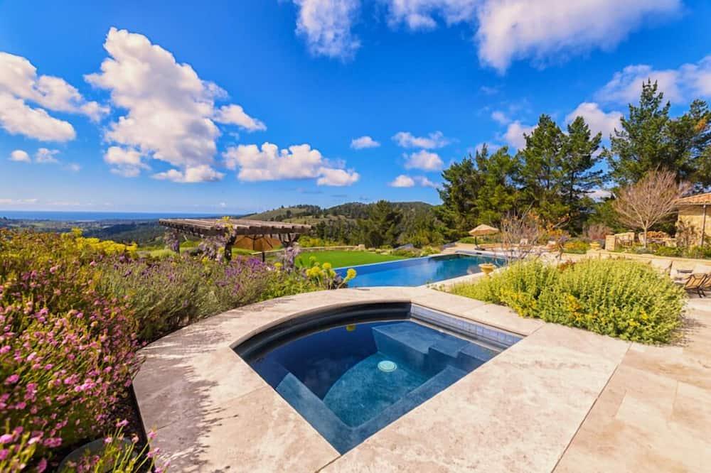Villa, Varias camas (LX1: Chateau D' Renaitre - Carmel-By-) - Alberca