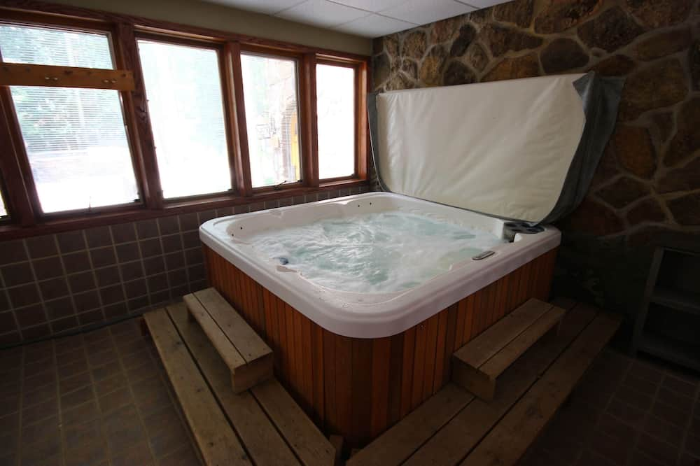 Condo, Multiple Beds, Resort View (Châteaux DuMont 2704) - Private spa tub
