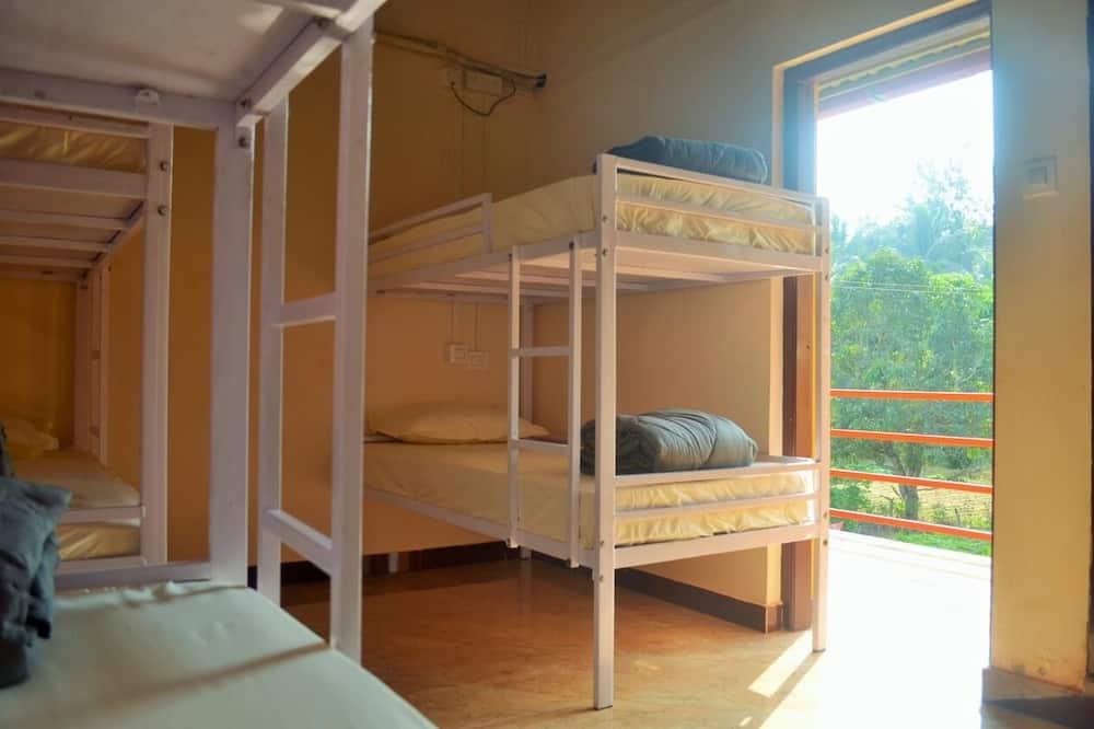 Gemeinsamer Basic-Schlafsaal - Ausblick vom Zimmer