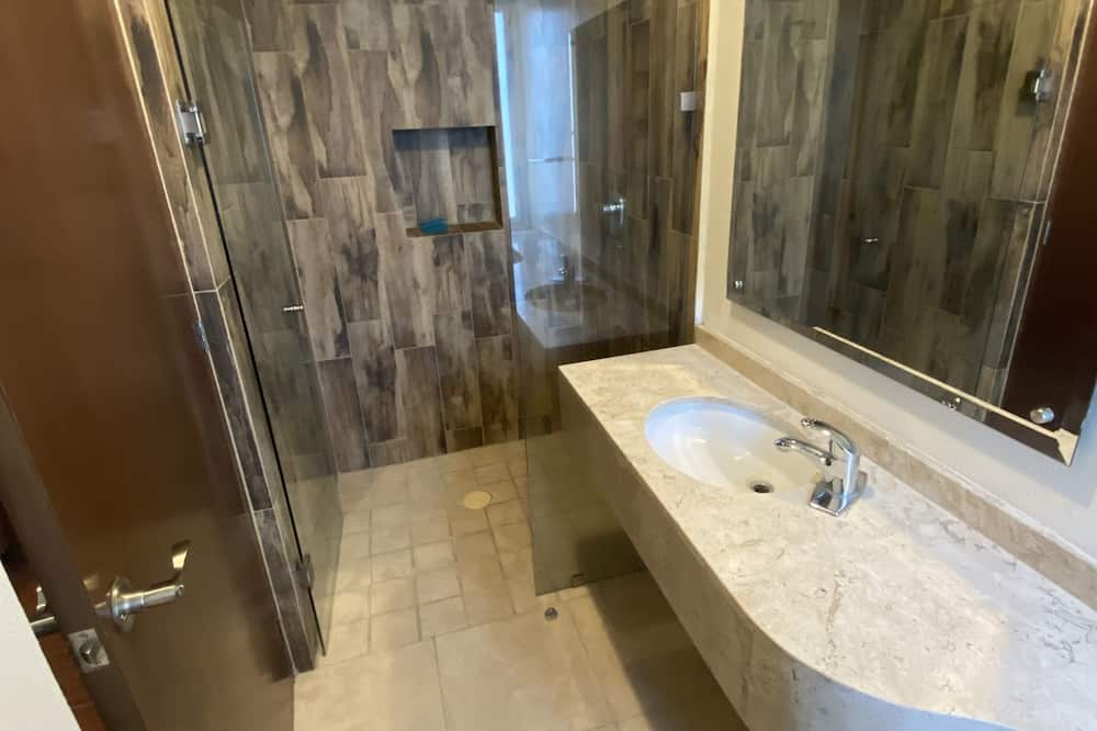 Deluxe-huoneisto, 3 makuuhuonetta, Tupakointi kielletty, Kaupunkinäköala - Kylpyhuone