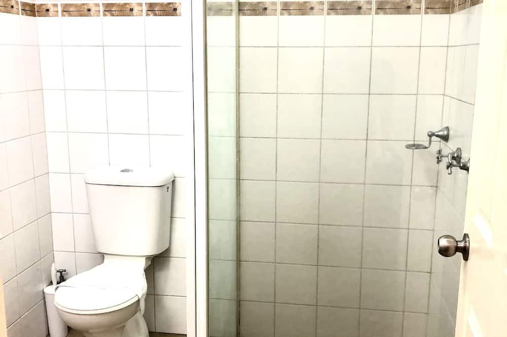 Basic-Dreibettzimmer - Badezimmer
